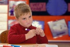 Enfant avec des repères Photographie stock