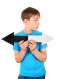 Enfant avec deux flèches photo libre de droits