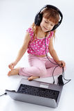 Enfant avec l'ordinateur Images stock
