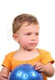 Enfant avec la bille Images libres de droits
