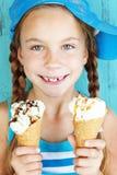 Enfant avec la crème glacée  Photo libre de droits