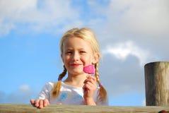 Enfant avec la glace Photo stock