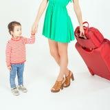 Enfant avec la mère prête à voyager à l'Europe, Italie Photos libres de droits