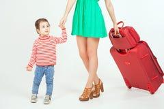 Enfant avec la mère prête à voyager à l'Europe, Italie Photos stock