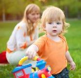 Enfant avec la momie Photographie stock libre de droits