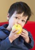 Enfant avec la pomme Images libres de droits