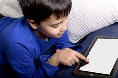 Enfant avec la Tablette générique Photo stock