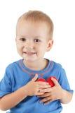 Enfant avec le blanc d'isolement par symbole de coeur Concept de l'amour et de la santé Photographie stock libre de droits