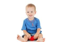 Enfant avec le blanc d'isolement par symbole de coeur Concept de l'amour et de la santé Image libre de droits