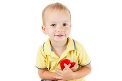 Enfant avec le blanc d'isolement par symbole de coeur Concept de l'amour et de la santé Photos libres de droits