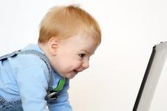 Enfant avec le cahier photo stock