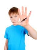 Enfant avec le geste de refus image stock