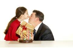 Enfant avec le père à la fête d'anniversaire Images stock