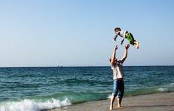 Enfant avec le père Photo stock