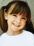 Enfant avec le sourire heureux doux Photo stock