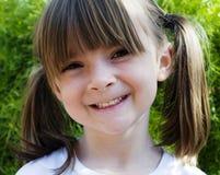 Enfant avec le sourire heureux doux Photographie stock libre de droits