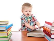 Enfant avec les livres photographie stock