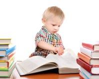 Enfant avec les livres photos libres de droits