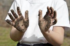 Enfant avec les mains modifiées Photographie stock libre de droits