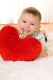 Enfant avec un coeur Images stock