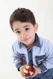 Enfant avec une pomme Photographie stock