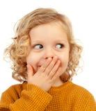 Enfant blond étonné avec des yeux bleus images libres de droits