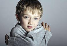 Enfant blond adorable de garçon Photographie stock