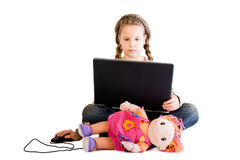 Enfant blond avec la poupée et le cahier Image libre de droits