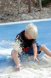 Enfant blond de garçon image stock