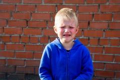 Enfant bouleversé pleurant images libres de droits