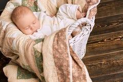 Enfant caucasien de sommeil Photographie stock libre de droits