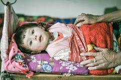 Enfant curieux en couleurs dans le Tadjikistan Photographie stock