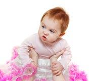 Enfant dans des mains de mère Photos stock