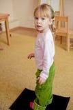 Enfant dans la salle de classe image libre de droits
