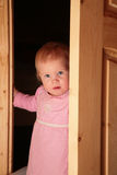 Enfant dans la trappe Images libres de droits