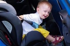 Enfant dans la voiture Photo stock