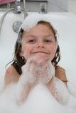 Enfant dans le bain de bulle Photographie stock