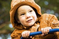 Enfant dans le capot Image libre de droits