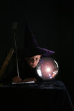 Enfant dans le costume de magicien Photos libres de droits