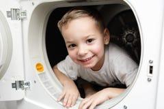 Enfant dans le dessiccateur images stock