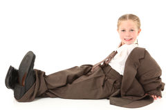 Enfant dans le procès surdimensionné photographie stock libre de droits