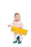 Enfant dans les chaussures et le sac à main adultes Photographie stock libre de droits