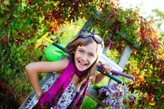 Enfant dans un beau jour d'été Photos stock