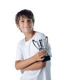 Enfant de champion tenant la tasse 2 de gagnant Image libre de droits