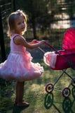 Enfant de fille dans le terrain de jeu Images libres de droits
