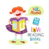 Enfant de fille lisant une étude heureuse de livre Image libre de droits