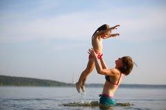 Enfant de mère et de bébé Photographie stock libre de droits