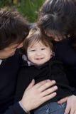 Enfant de père de mère Photo libre de droits