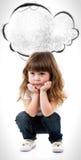 Enfant de petite fille avec les cheveux bouclés photo stock
