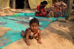 Enfant de rampement Photo stock
